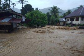 Jalan lintas Tangse-Bereunuen di Pidie putus akibat banjir