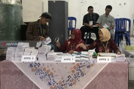 Semangat Kartini warnai proses pemungutan suara ulang di Kota Malang
