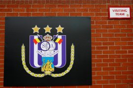Fans lempar kembang api, klub sepak bola Belgia  Anderlecht terkena sanksi