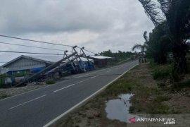 Delapan tiang listrik PLN tumbang di Abdya
