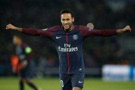 Berseteru dengan fans, Neymar terkena hukuman