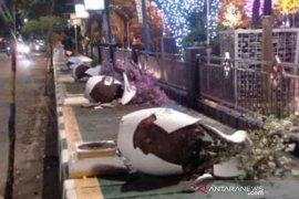Perusak pot bunga  taman Dharmansyah ditangkap polisi