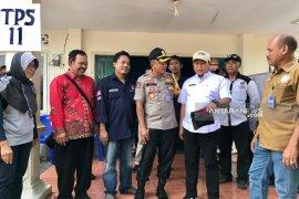 Rekapitulasi akhir kecamatan Lakarsantri tunggu TPS PSU (Video)