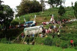 Satu orang tewas akibat mobil wisatawan terguling