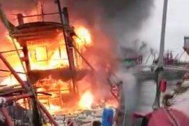 KM Daya Cipta terbakar di dermaga PPN Sibolga, 2 ABK meninggal 1 luka bakar