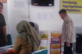 Wagub Sumbar serahkan 1,03 ton rendang bagi korban banjir Bengkulu