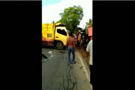 Video - Proses evakuasi korban kecelakaan beruntun