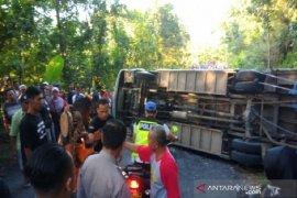 Puluhan luka, satu meninggal akibat bus terguling di Gunung Kidul