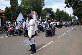 """FSPMI Cirebon peringati """"May Day"""" dan siap kawal form C1"""