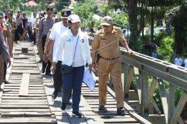 Menteri BUMN tinjau lokasi banjir Bengkulu