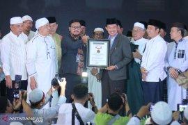 """""""Si Abuh"""", absensi sholat shubuh Palembang pecahkan rekor MURI"""