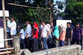 Warga Depok mengajak semua pihak tunggu penghitungan KPU