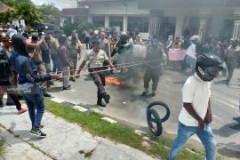 Demo mahasiswa di halaman Kantor Wali Kota Sorong ricuh