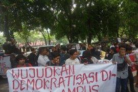 Gerakan Masyarakat Melawan Sumatera  demo di Kantor DPRD Sumut