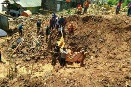 Dua korban longsor di Pulau Matasiri Kalsel  ditemukan