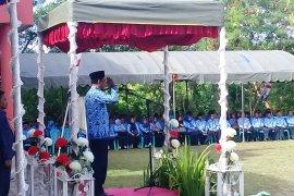 Wakil Wali Kota Tual memimpin upacara peringatan Hardiknas