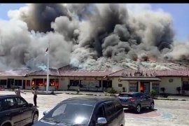Kantor Polres Lampung Selatan  terbakar