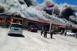 Kantor Polres Lampung Selatan terbakar diduga karena korsleting listrik