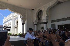 Prabowo-Sandi laksanakan shalat Jumat di Masjid Raya Baiturrahman