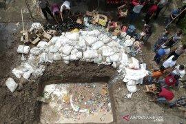 "Ribuan liter ""captikus"" dimusnahkan di Gorontalo"