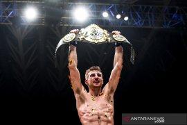 Jonathan Haggerty merebut gelar juara dunia dari petarung Thailand