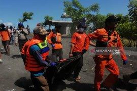 Tim SAR gabungan temukan jenazah santri tenggelam di Pantai Pancer Jember
