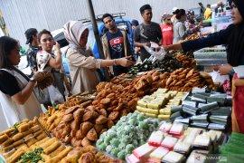 Berburu takjil buka puasa pertama di Banda Aceh