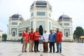 Telkomsel bantu 4 ton kurma ke masjid di Medan dan Aceh
