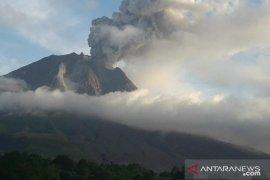 Jangan beraktivitas di radius 3 km, gunung Sinabung kembali erupsi