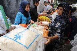 Pasar murah Ramadhan di Denpasar