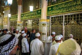 Umat Islam ziarah makam Nabi Muhammad SAW