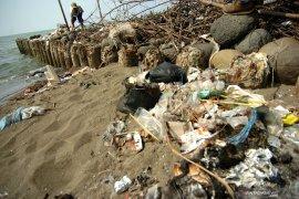 Sampah rumah tangga masih dibuang ke laut Bengkulu
