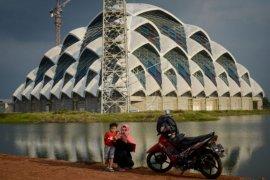 Mesjid terapung Al Jabbar di Bandung