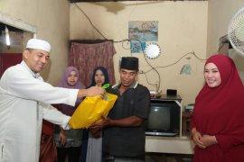 Bupati Irna buka puasa bersama di rumah warga miskin