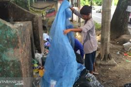 Pemulung di Kota Padang tetap berpuasa selama Ramadhan