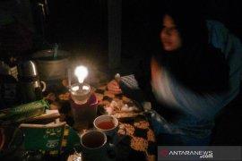 Mati listrik warga Medan  terpaksa sahur gelap-gelapan