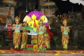 Masyarakat Bangli terpukau lihat penampilan gong kebyar wanita