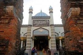 Masjid dengan arsitektur perpaduan budaya Hindu-Islam