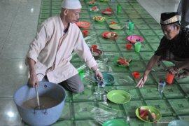 Bubur suro Ramadhan tradisi tua makmurkan masjid Page 1 Small