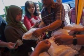 Pemkot Depok menggelar pasar murah di enam kelurahan
