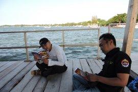 """Perpustakaan apung di Situbondo tempat favorit umat Muslim """"ngabuburit"""" (Video)"""