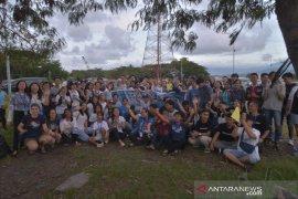 Konsul Amerika Serikat gelar  acara bersih Pantai Manado Page 4 Small