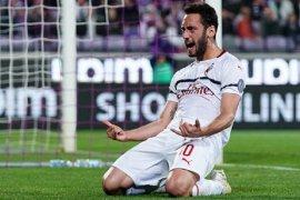 Gol Calhanoglu antar Milan bawa tiga poin dari Fiorentina