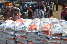 Bulog Karawang siap operasi pasar antisipasi kenaikan harga selama Ramadhan