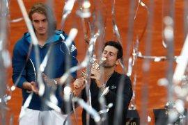 Kalahkan Tsitsipas, Djokovic juarai Madrid Open