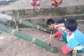 """Anak Pangkalpinang gemar bermain """"meriam bambu"""" saat  Ramadhan"""