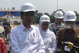 Jokowi sebut soal ancaman, serahkan ke aparat kepolisian