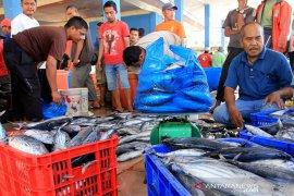 Tangkapan nelayan menurun