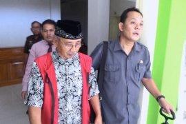 Mantan Bupati Trenggalek Suharto ditetapkan tersangka korupsi PDAU