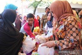 Pemkab Bogor gelar operasi pasar guna stabilkan harga pangan